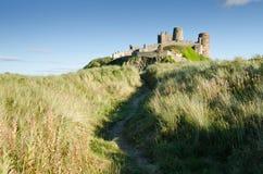 Chemin au château de Bamburgh Photographie stock libre de droits