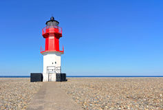 Chemin au point de cailloux de phare et de plage d'Ayre Photographie stock libre de droits
