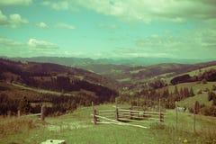 Chemin aux montagnes Photo stock