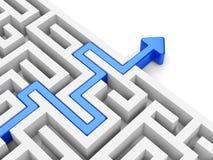 Chemin bleu de flèche à travers le labyrinthe Photos stock
