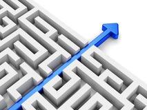 Chemin bleu de flèche à travers le labyrinthe Photo stock