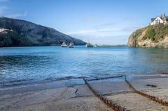 Chemin côtier autour de port Isaac près de quin les Cornouailles Angleterre R-U de port photographie stock libre de droits
