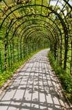 Chemin couvert au château de Linderhof Photographie stock libre de droits
