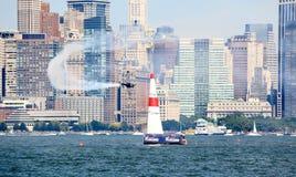 Chemin d'air de Red Bull au port de New York Photo stock