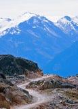 Chemin d'enroulement dans des montagnes Image libre de droits