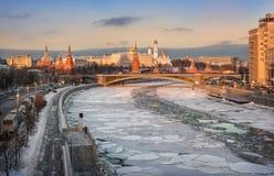 Chemin d'hiver de rivière Images libres de droits