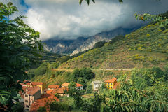 Chemin dans des montagnes Photo libre de droits