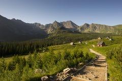 Chemin dans les montagnes Photos libres de droits