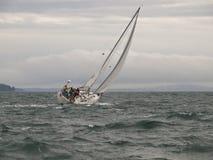 Chemin de bateau à voiles dans une tempête de l'hiver Photo libre de droits