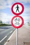 Chemin de bicyclette de panneau routier images libres de droits