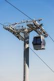 Chemin de câble contre le ciel bleu Photos stock