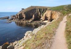 Chemin de côte à l'extrémité de cordons. Photo stock