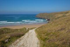 Chemin de c?te ? ?chouer aux sables de Penhale entre Perranporth et baie de Holywell photographie stock