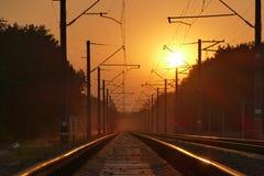 Chemin de fer au coucher du soleil images libres de droits