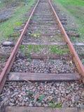 Chemin de fer au printemps photographie stock