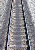 Chemin de fer contre le beau ciel au coucher du soleil Image stock