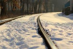 Chemin de fer couvert de neige images stock