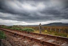 Chemin de fer dans les montagnes image stock