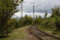 Chemin de fer dans les montagnes de la Géorgie image stock