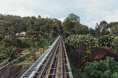 Chemin de fer de station de monorail qui mènent au dessus de la colline de Penang chez George Town Penang, Malaisie Images libres de droits