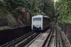 Chemin de fer de station de monorail qui mènent au dessus de la colline de Penang chez George Town Penang, Malaisie Images stock