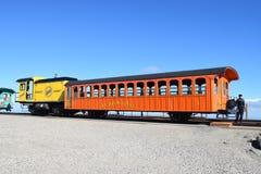 Chemin de fer de DENT chargeant pour le voyage en bas du Mt Washington New Hampshire photographie stock libre de droits