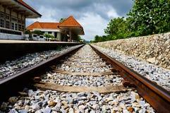 Chemin de fer et station Photo stock