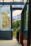Chemin de fer funiculaire à Bergen, Norvège, bâti s'élevant Floyen photo stock