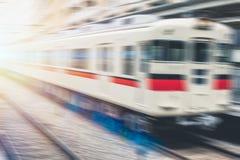 Chemin de fer rapide de gens du pays du Japon de train de tache floue photos stock