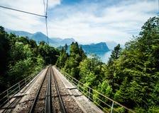 Chemin de fer voie vers le bas la station de Rigi Kulm, luzerne, Suisse Images libres de droits