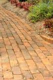 Chemin de jardin de brique rouge Images stock