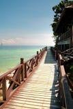 Chemin de marche en bois à la plage Photographie stock