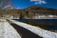 Chemin de marche par le lac Abbott aux crêtes de la loutre, la Virginie, Etats-Unis Photos libres de droits