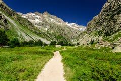 Chemin de montagne dans les Alpes français, Frances Image libre de droits