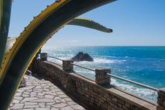 Chemin de Monterosso vu du congé ci-dessus de l'agave Photographie stock libre de droits