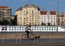 Chemin de recyclage à Budapest le long du Danube image stock