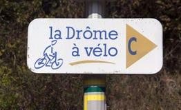 Chemin de recyclage dans les Frances de drome image libre de droits
