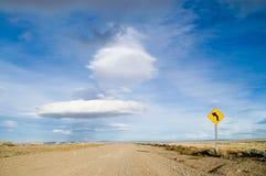 Chemin de terre avec le signe Photo libre de droits