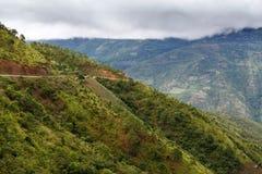 Chemin de terre, Chin State, Myanmar Photos stock