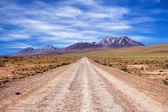 Chemin de terre dans le désert d'Atacama Photographie stock