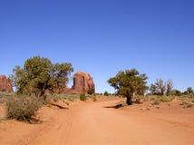 Chemin de terre de vallée de monument images stock