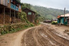 Chemin de terre en Chin State, Myanmar photo libre de droits