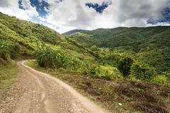 Chemin de terre en Chin State, Myanmar images stock