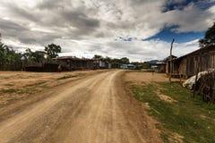 Chemin de terre en Chin State, Myanmar Photographie stock libre de droits