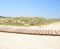 Chemin en bois à la plage Photo libre de droits