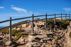 Chemin en pierre avec une barrière photos stock