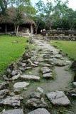 Chemin en pierre dans la ruine maya dans Cozumel, Mexique images stock