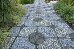 Chemin en pierre dans le jardin chinois Photographie stock libre de droits