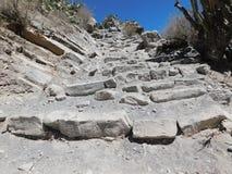 Chemin en pierre sur la pente raide photo libre de droits