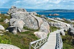 Chemin et roches dans San Vicente, Galicie Image libre de droits